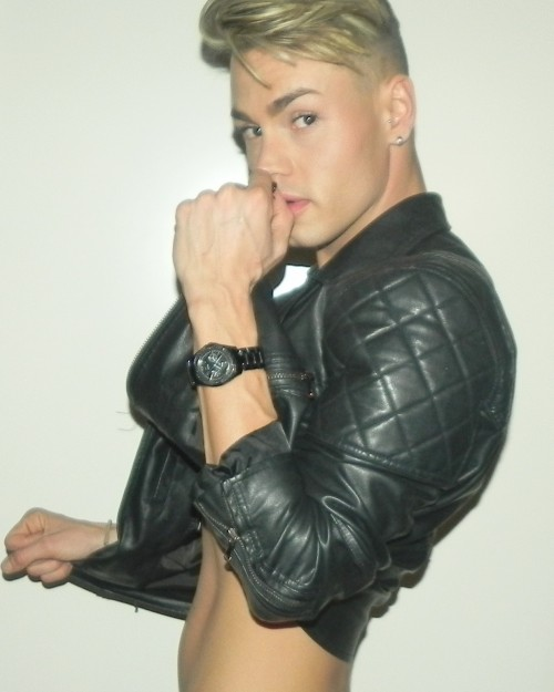 italian gay escort gigolo vicenza