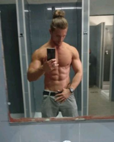 Mike ragazzo italiano fisico atletico e muscoloso! Ottimo per massaggi e momenti di piacere