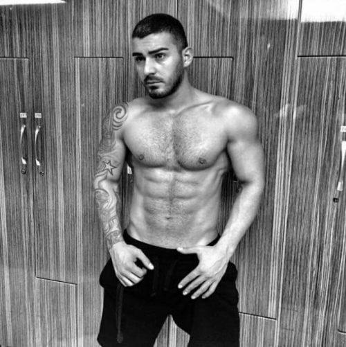MILANO.   Elio, 26 anni, ragazzo atletico e muscoloso …