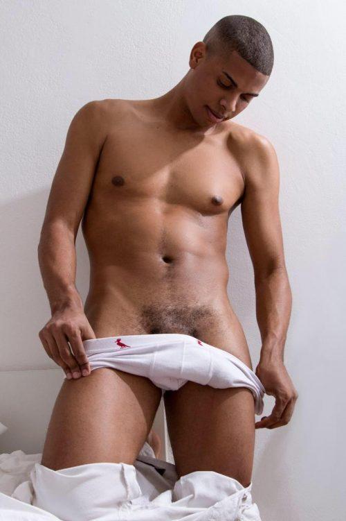 MILANO bel ragazzo brasiliano serio e molto dotato anche massaggi