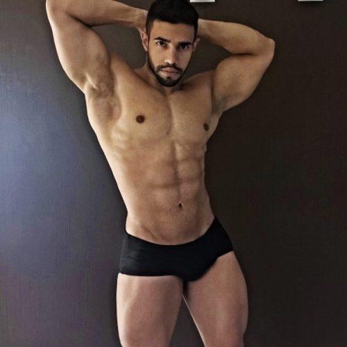 MILANO Caldo uomo brasiliano presa dominante e caldo