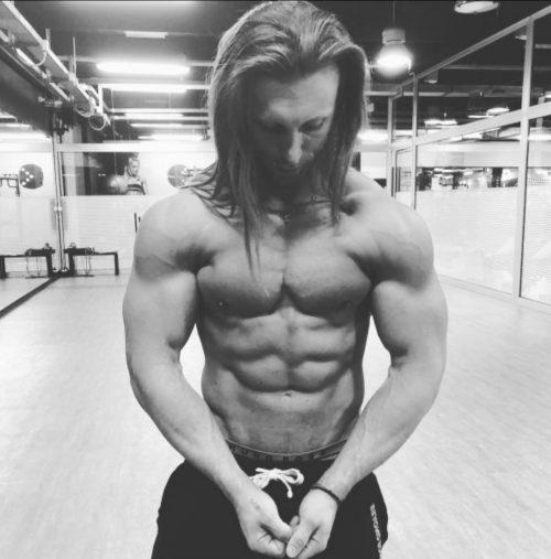 MILANO Mike ragazzo italiano fisico atletico e muscoloso! Per massaggi e momenti di piacere