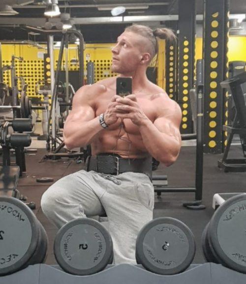 TORINO MILANO BOLOGNA Mike ragazzo italiano fisico atletico e muscoloso! Per massaggi e momenti di piacere